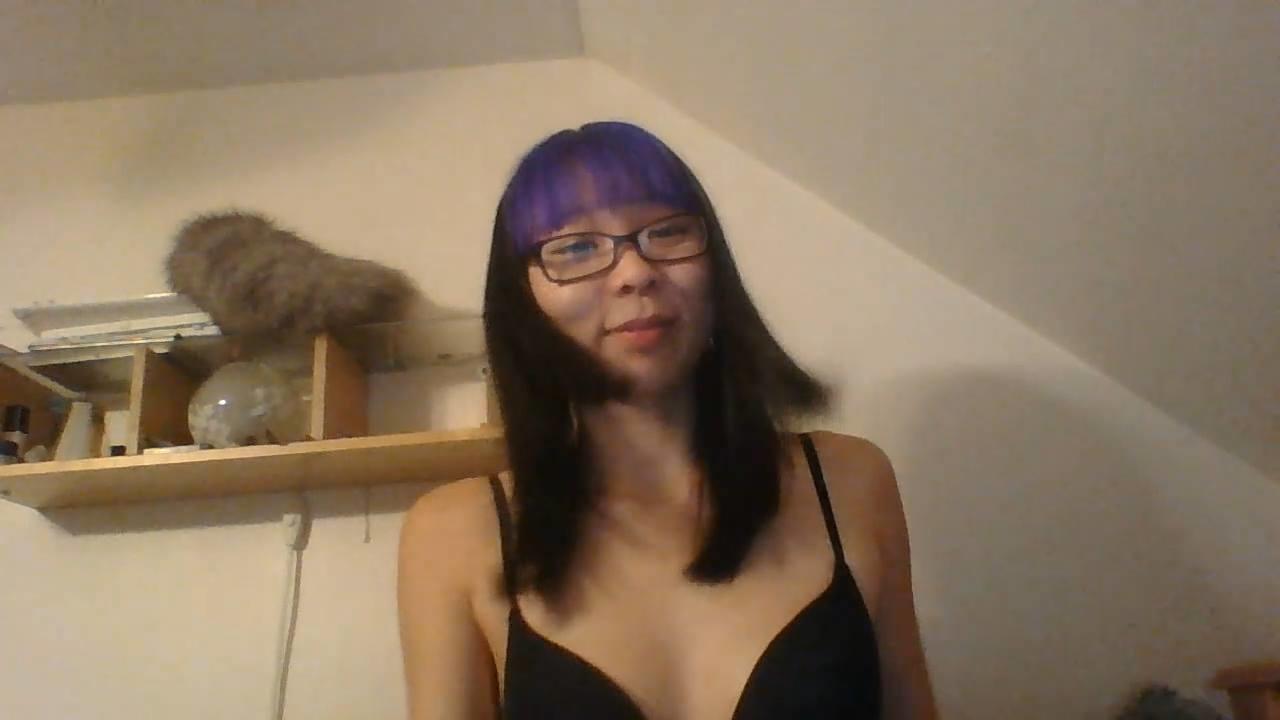 Молодая азиаточка Ава