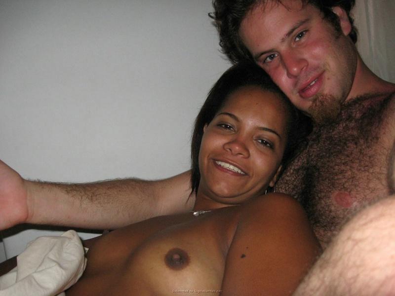 Негритянская леди и ее волосатый парнишка
