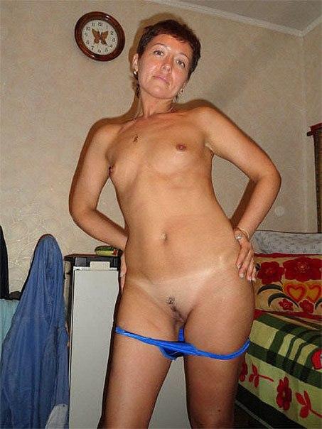 Интимные тетки стянули эротическое белье и приготовились к ебле