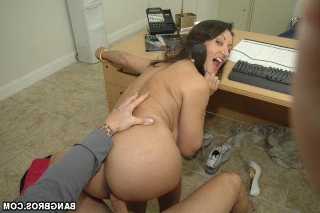 Зрелая тетка сосет член порнофото