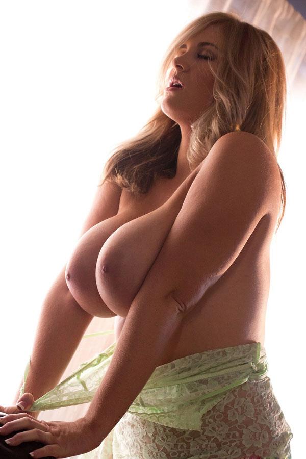 Возбуждающие тетки сфотографироваи крупные сиськи
