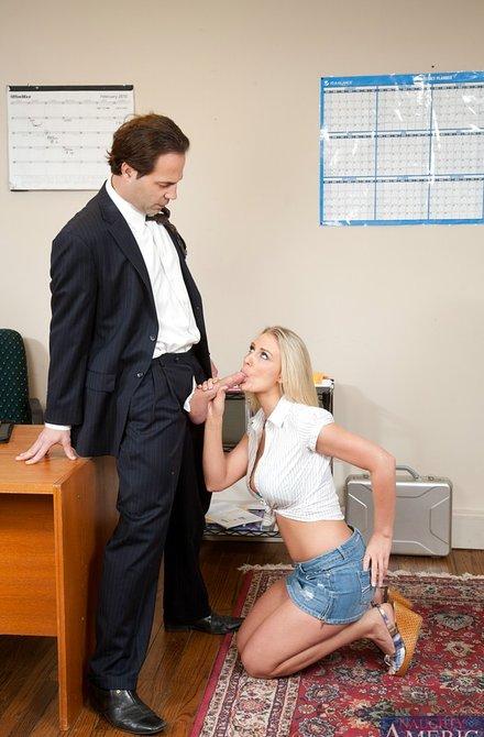 Сисястая секретарша дала в кабинете боссу