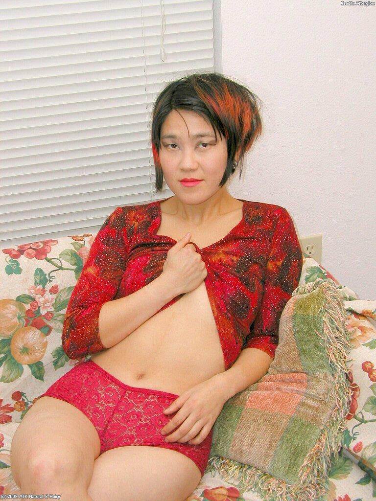 Японка скинула с себя сексуальное белье секс фото